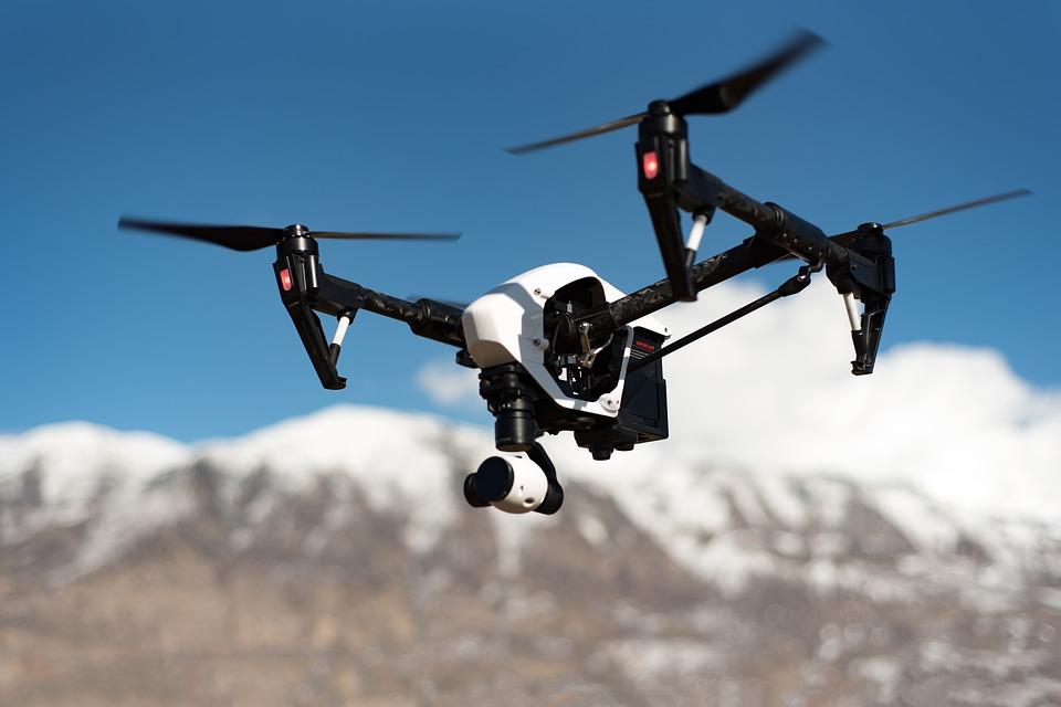 dron-z-kamera